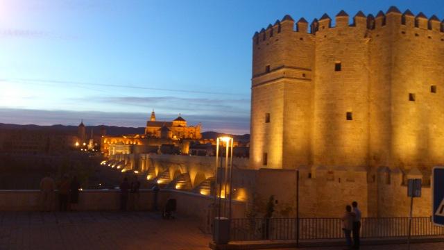 Torre_de_la_Calahorra,_Puente_Romano,_Triunfo_de_S._Rafael_y_Mezquita