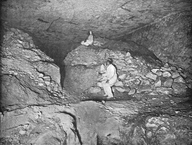 Chambre souterraire - photo John et Edgar Morton